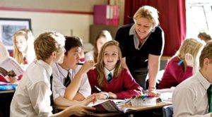 снижение количества школьников в Британии, для которых английский является родным языком