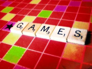 Одним из игровых методов освоения английского служат настольные игры