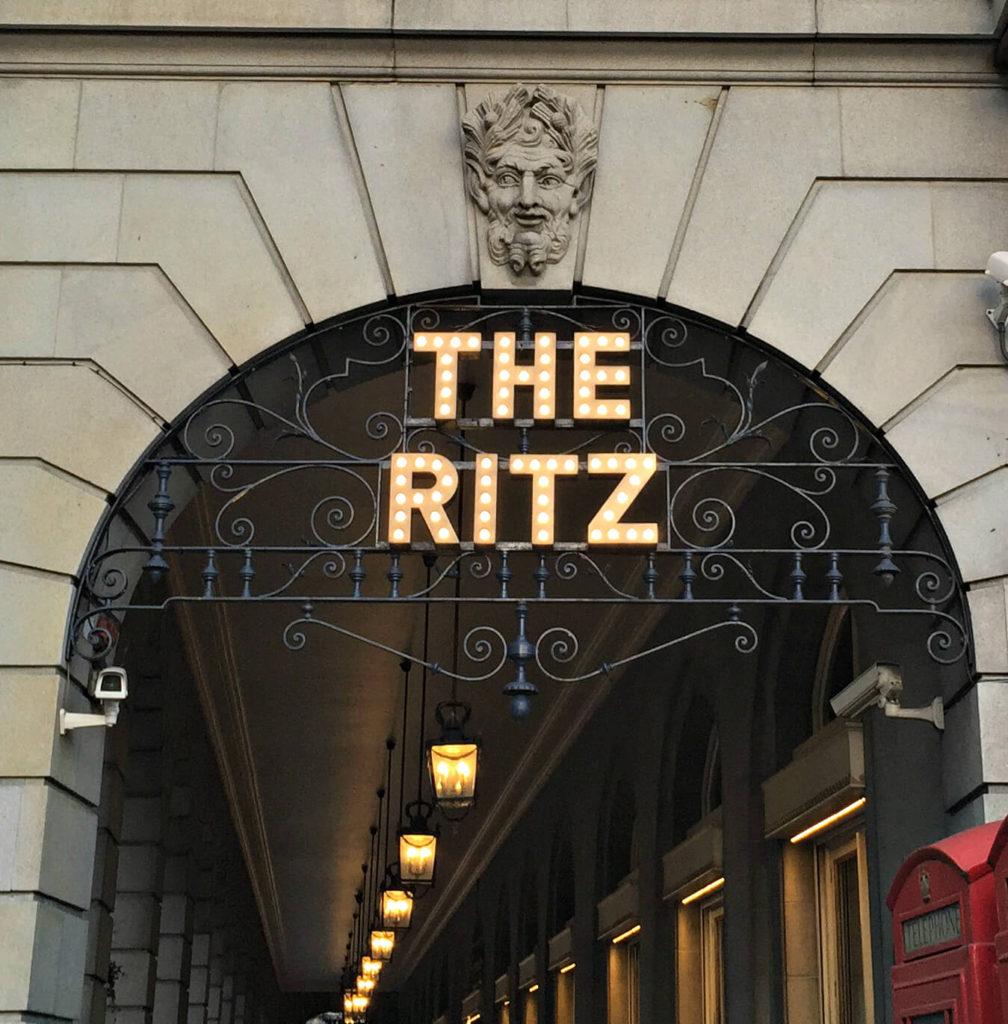 Ritz нужен ли артикль