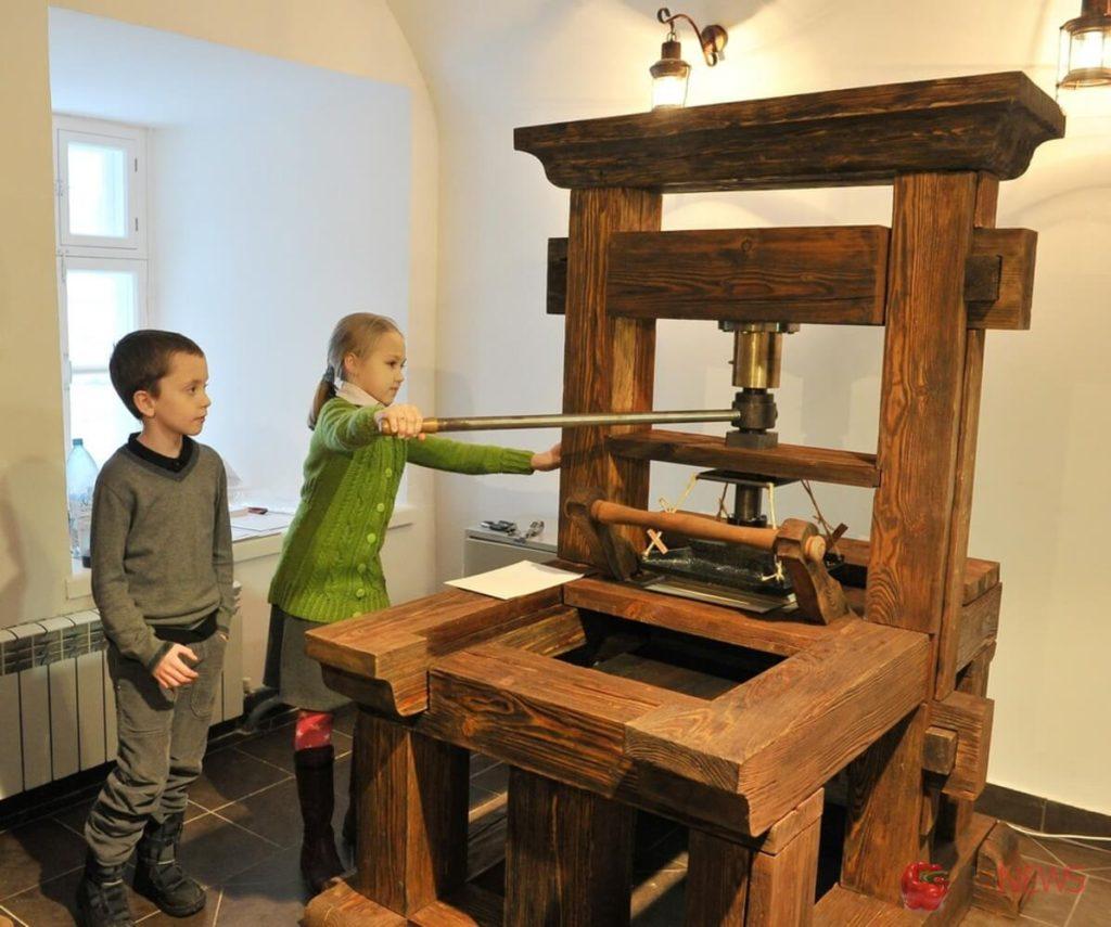 Один из первых печатных станков
